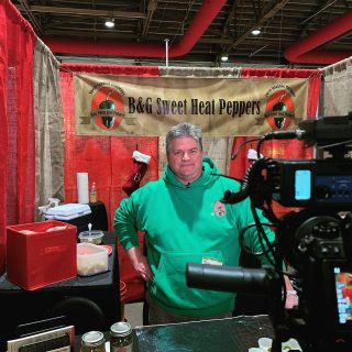 Behind the scenes filming with master pepper chef Bob Emmons of @bgsweetheatpeppers. If you haven't tasted these little guys, then you might want to sample. 🎥🌶